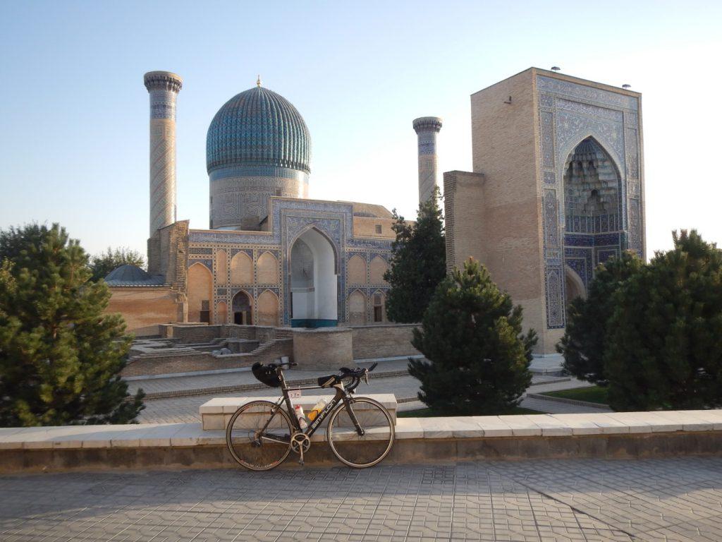 Nach 280 km Gegenwind endlich wieder in Samarkand
